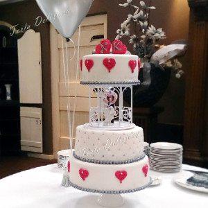 Bruidstaart Roze harten met prieeltje en verlichting