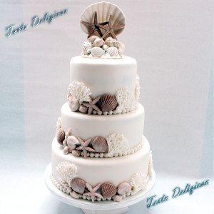 Bruidstaart Stand thema met schelpen topper