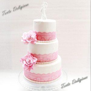 Bruidstaart Roze zuiker rozen met eetbaar kant