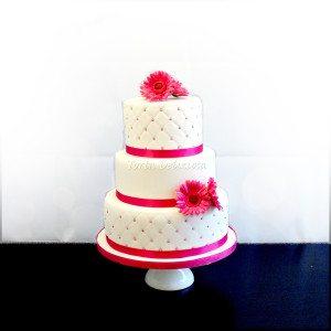 Bruidstaart Roze bloemen met chestfield motief