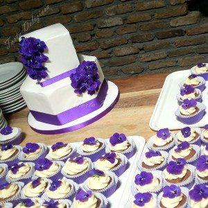 Bruidstaart met eetbare violen