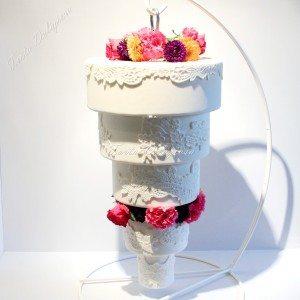 Bruidstaart Hanging Cake met verse bloemen