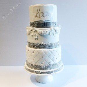 Bruidstaart Chesterfield met drapes en bling
