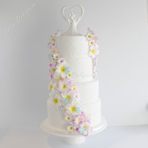 Bruidstaart Lovebirds icing and plumeria