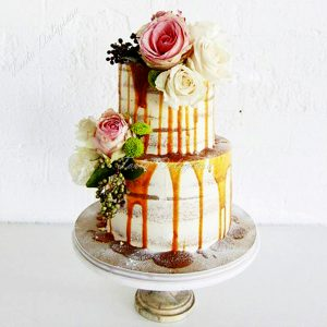 Bruidstaart naked drip cake and flowers